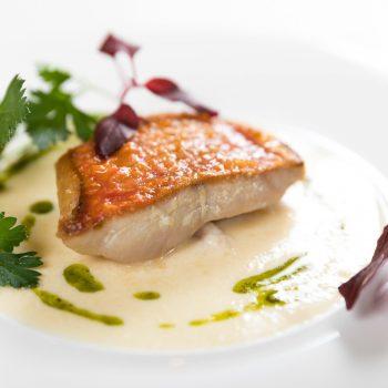 【13,000円コース】鮮魚のポワレ 白ワインソース